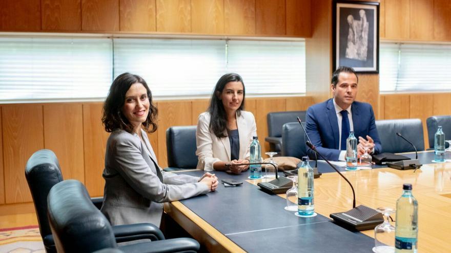 Isabel Díaz Ayuso, Rocío Monasterio e Ignacio Aguado en su única reunión pública en Madrid. / PP