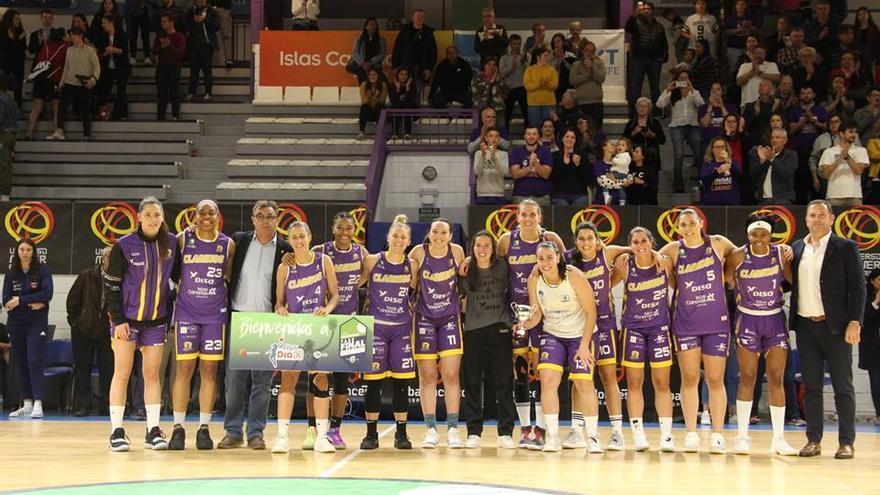 Las moradas celebrando su ascenso a la Liga DIA