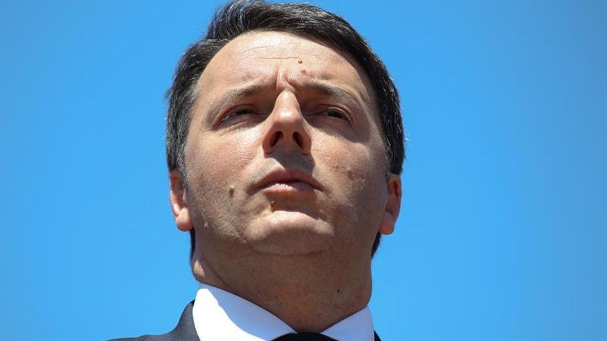 """Renzi advierte contra aceptar """"servilmente"""" las exigencias de Londres"""
