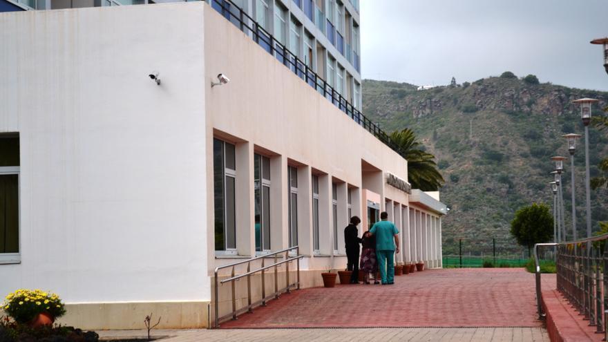 Acceso de la residencia de mayores de Santa Brígida.