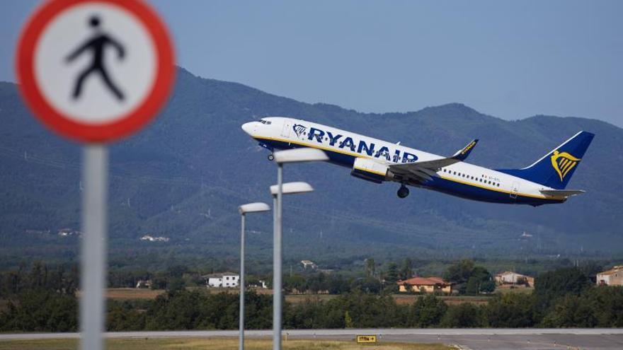 Los sindicatos impugnan el ERE de Ryanair ante la Audiencia Nacional.