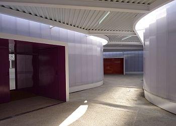 Calle interior del mercado temporal, que da acceso a los pentágonos en los que se ubican los diferentes puestos | Foto: A.P