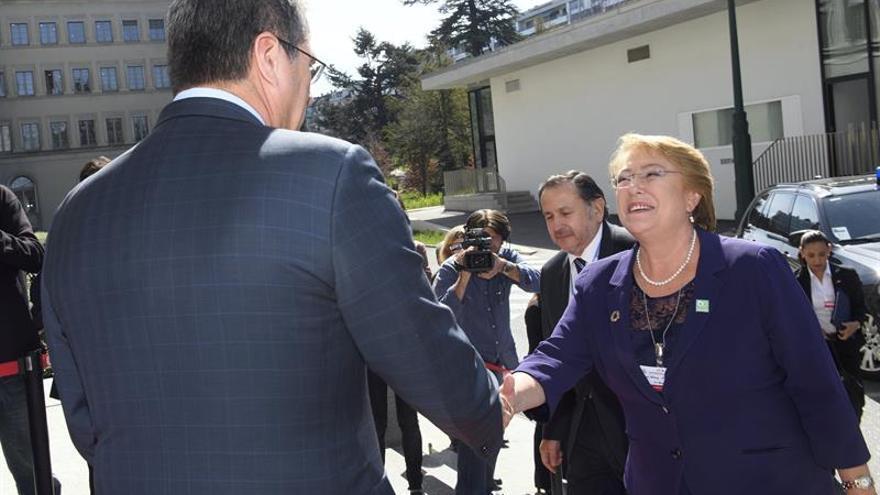 Bachelet alerta contra el neoproteccionismo y pide corregir desigualdades