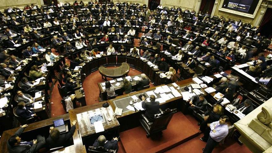 Sindicatos argentinos analizan convocar hoy una huelga por la reforma de pensiones