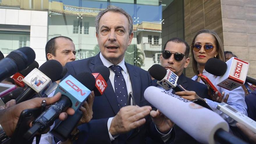 Exministros y exaltos cargos de Zapatero defienden su mediación en Venezuela