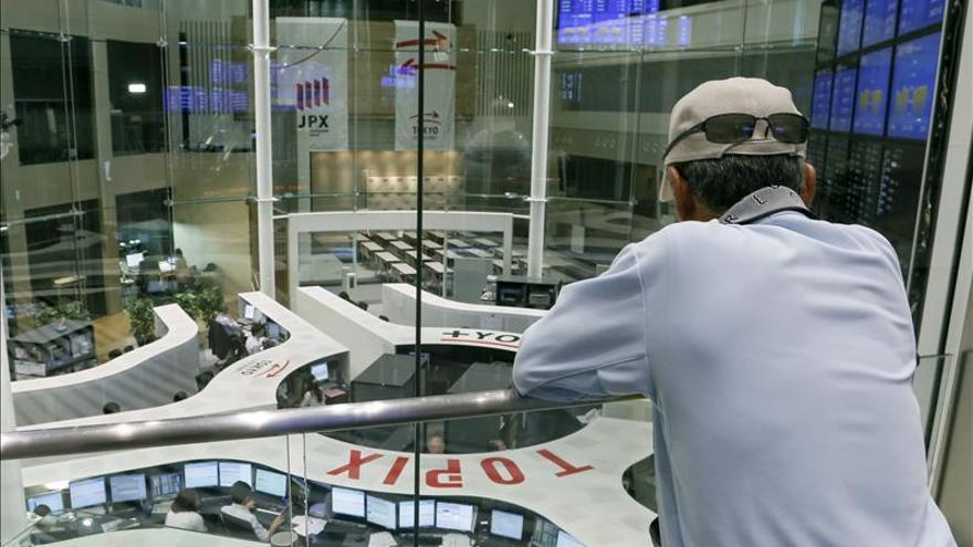 El Nikkei cae 260,55 puntos, el 1,82 por ciento, hasta 14.065,91 unidades