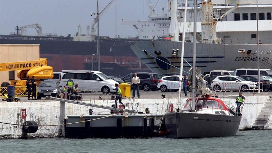. El barco de nombre Amsterdamer y con bandera norteamericana ha sido interceptado en las islas Azores, en una operación en la que han sido detenidos tres ciudadanos serbios. EFE/Elvira Urquijo A.