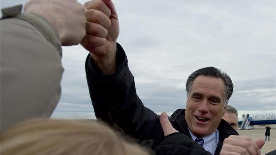 Romney acude a Alaska para apuntalar una carrera clave para el Senado