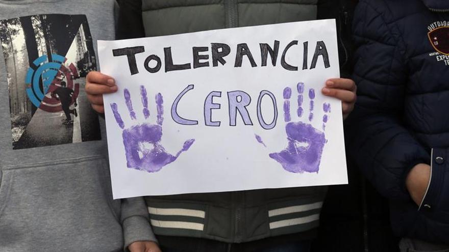 Cartel de tolerancia cero con la violencia de género.