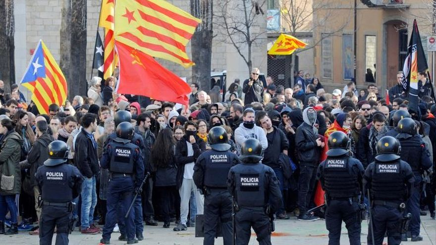 Agentes de los mossos promueven una ola de bajas para sumarse a la huelga del 12D