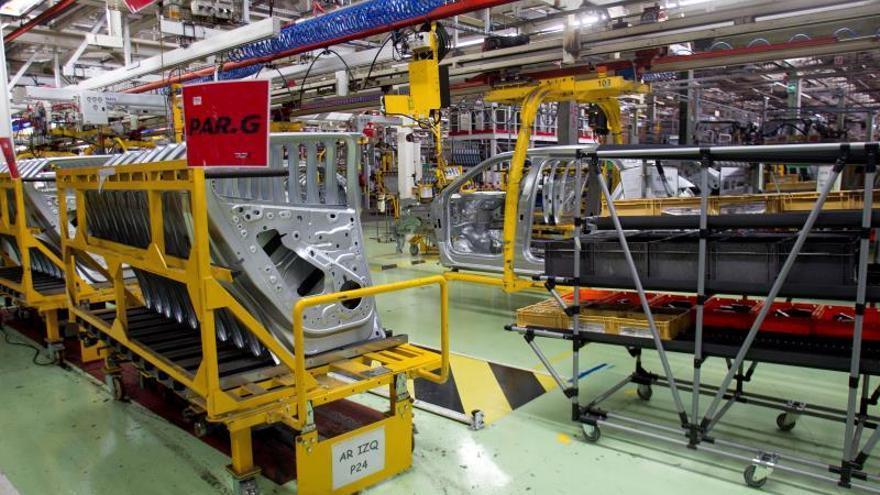 Vista de la fábrica de PSA-Citroen de Vigo, parada totalmente por falta de actividad en Vigo.