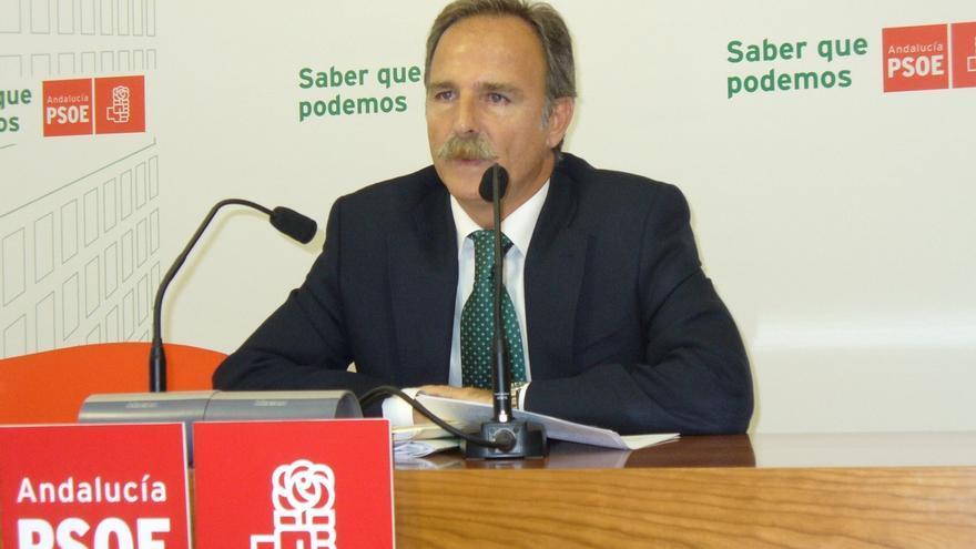 """PSOE exige explicaciones a Zoido por la """"retirada"""" de refuerzos de Policía y Guardia Civil en La Línea"""