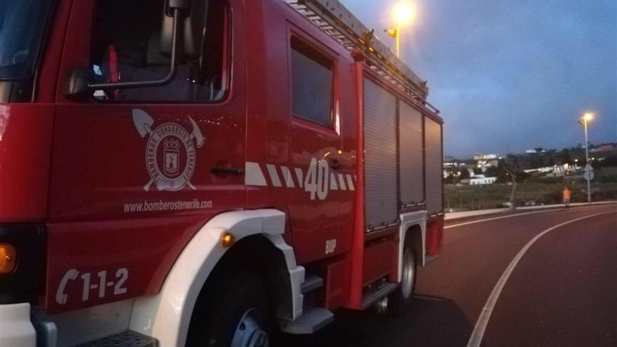 Camión cuba del Consorcio de Bomberos de Tenerife