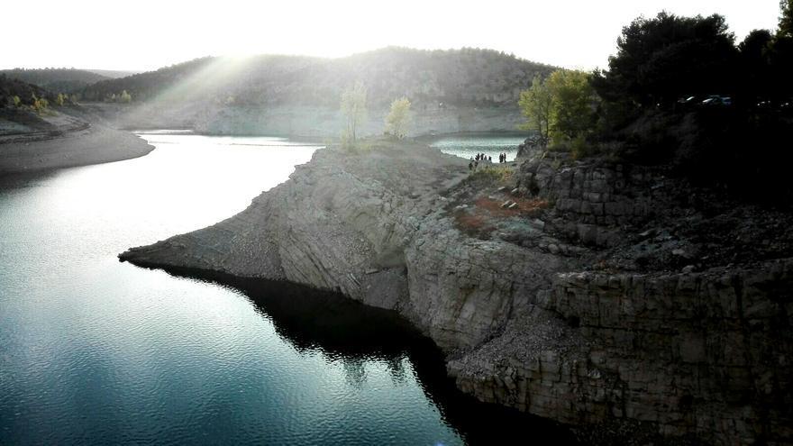El pantano de Arquillo (Teruel) está en uno de sus niveles más bajos desde comienzos de siglo