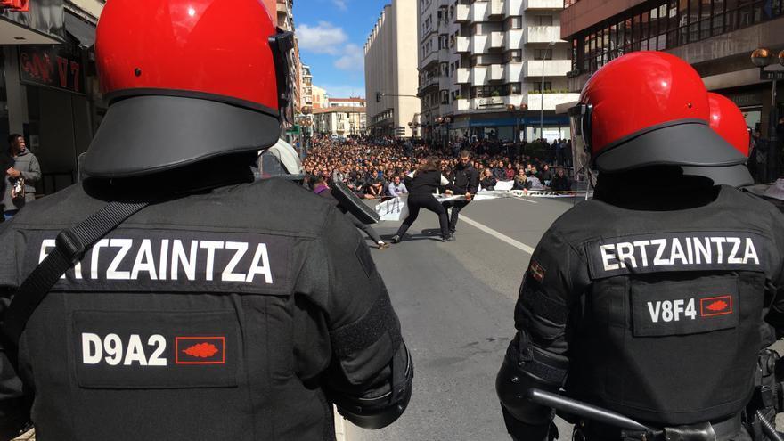 Antidisturbios en el centro de Vitoria