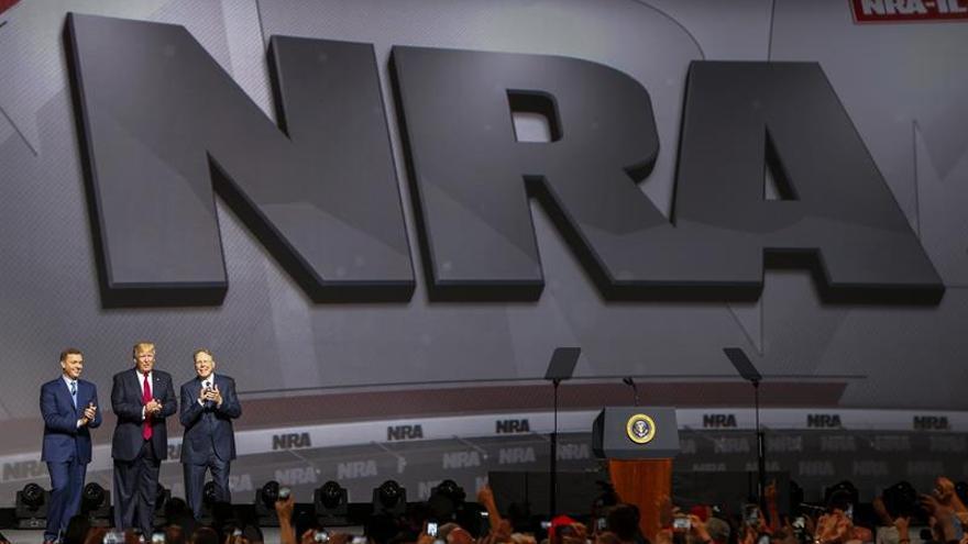 Más del 80 por ciento de los estadounidenses quieren más control de las armas, según un estudio