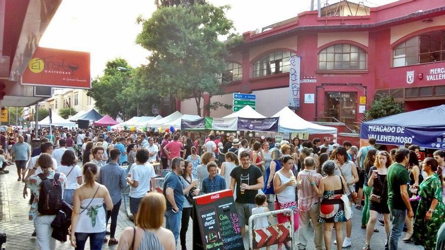 Un momento del evento de los Veranos de la Villa, con las calles del Mercado de Vallehermoso cortadas al tráfico | GAZTAPILES
