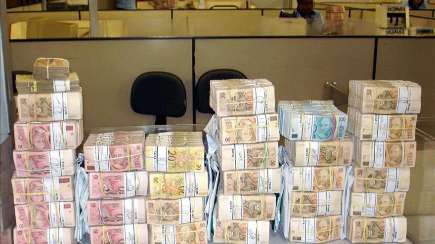 El real brasileño se deprecia más de un 40 por ciento en lo que va de año
