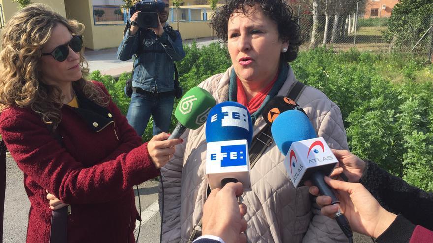 María Salmerón atiende a los periodistas este viernes en Sevilla.