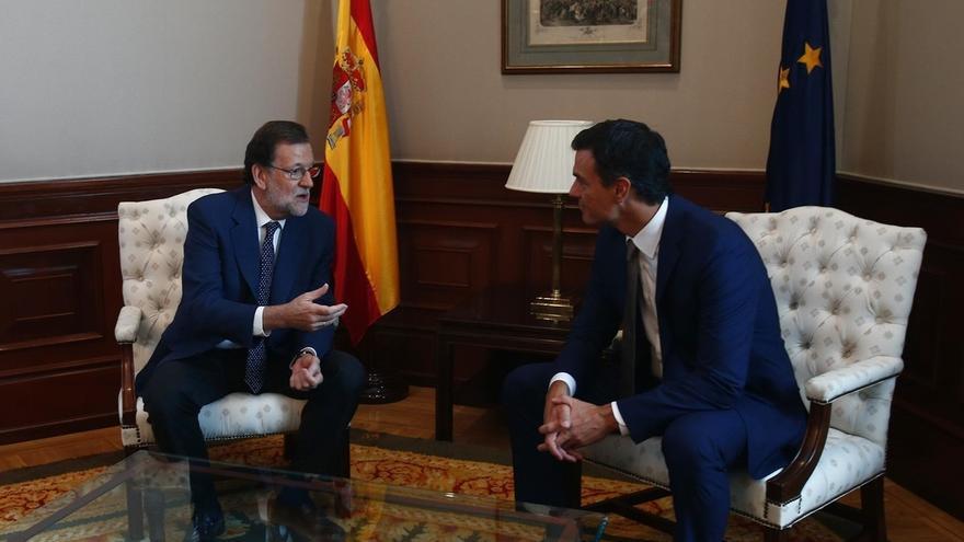 """Pedro Sánchez recrimina a Rajoy que no dimita pese al """"serial"""" de la corrupción en el PP, ahora en Murcia"""