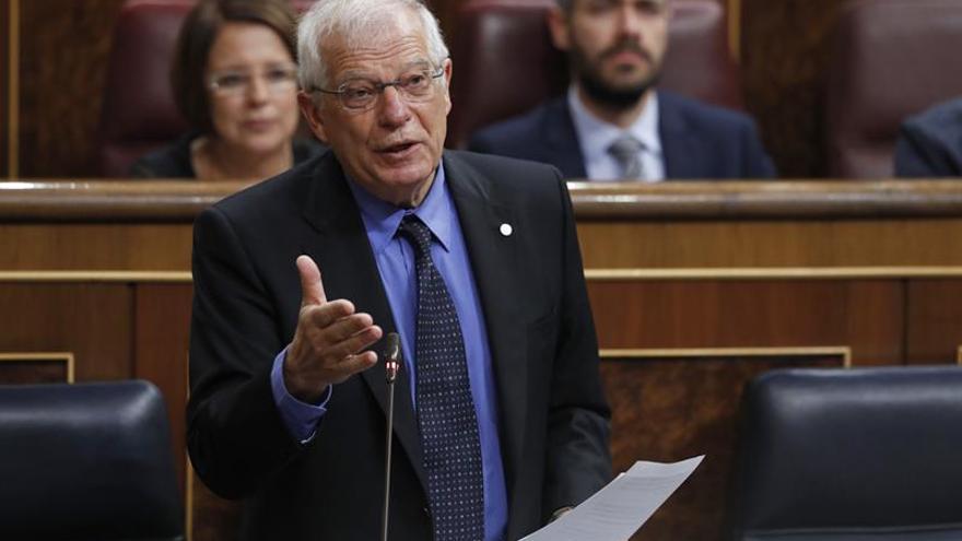 """El Gobierno explica como """"casual"""" el encuentro de don Juan Carlos con Salmán"""