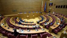Una sesión en las Corts Valencianes celebrada por la COVID-19.