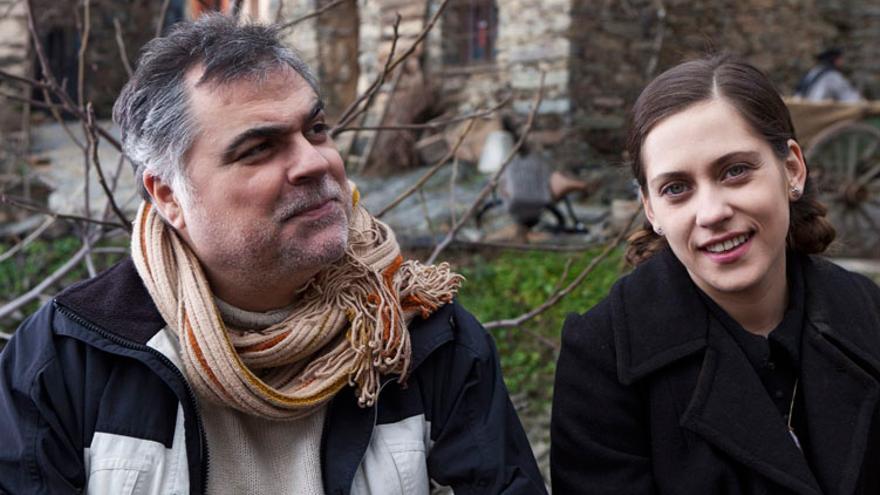 Benito Zambrano con María León en el rodaje de 'La voz dormida'