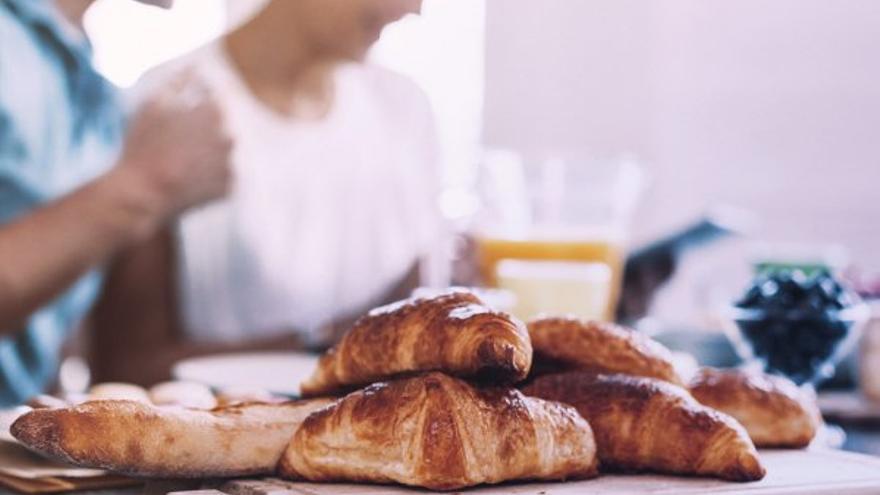Cambios de hábito en la alimentación: por el alza de precios los productos de desayuno y merienda reemplazan a los del almuerzo y cena