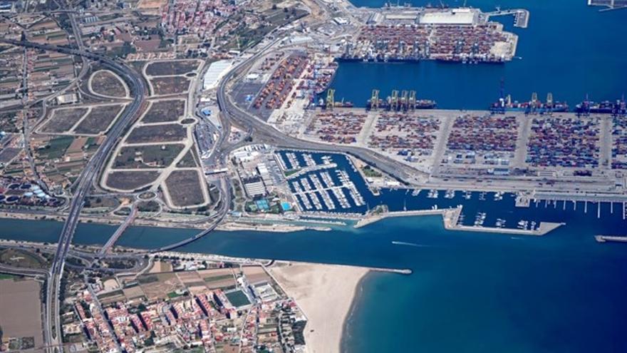 Imagen aérea de la ZAL junto al puerto de València