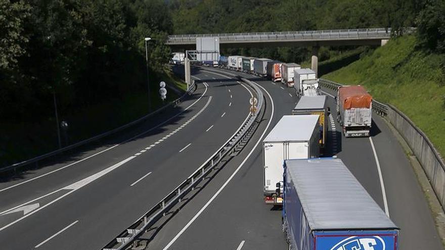 Retenciones de camiones de 20 km en la frontera francesa por los controles de la Eurocopa