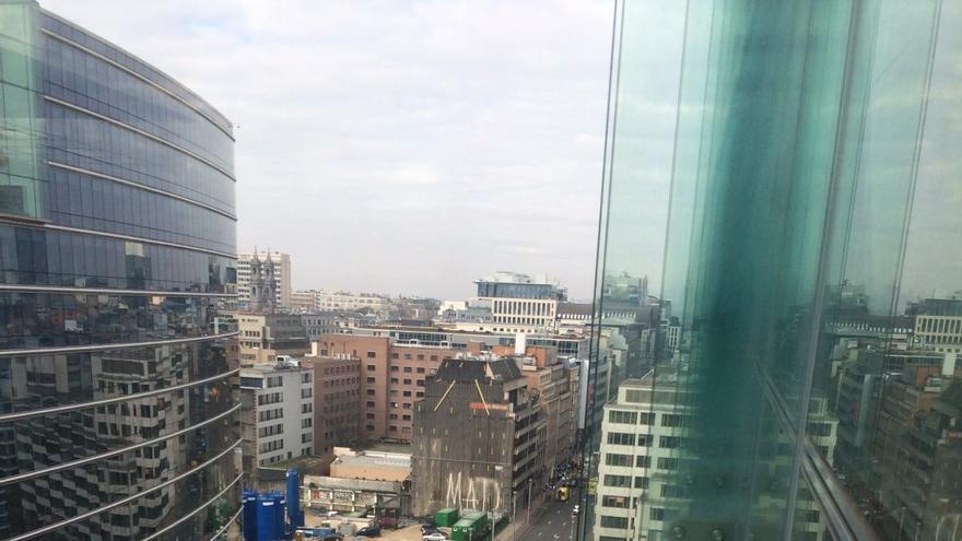 Vista de la calle La Loi de Bruselas poco después de los atentados.