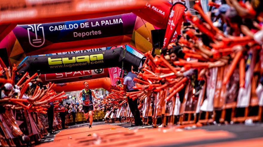 Pere Aurell  entrando en la meta la Transvulcania 2018.