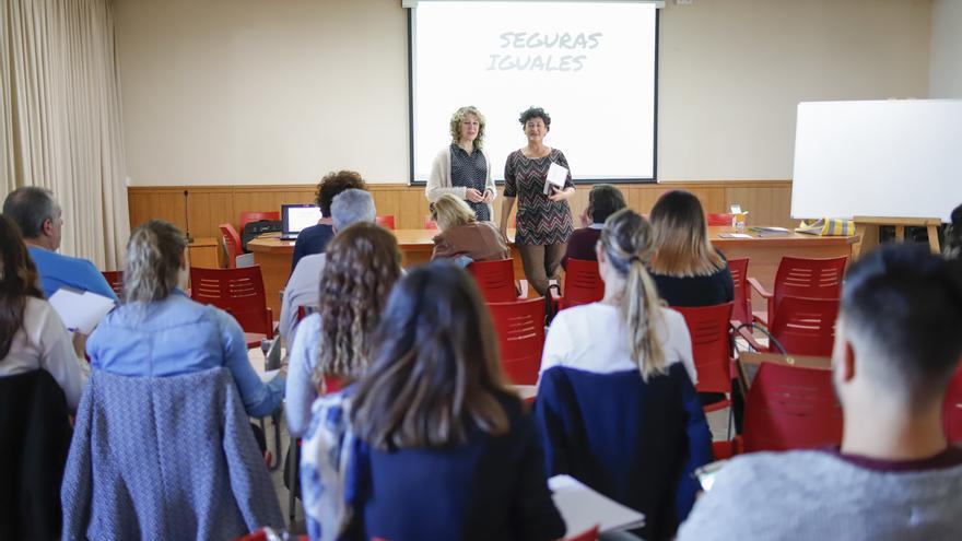 Las responsables de Equality Momentum durante uno de los cursos en Alfàs del Pi