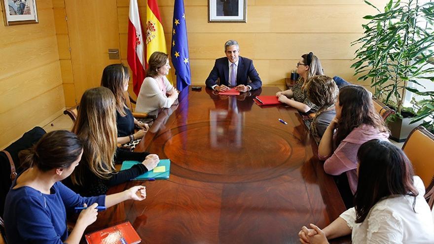 Zuloaga se 'alía' con colectivos de mujeres y sitúa las políticas de igualdad en el centro de la agenda del Gobierno