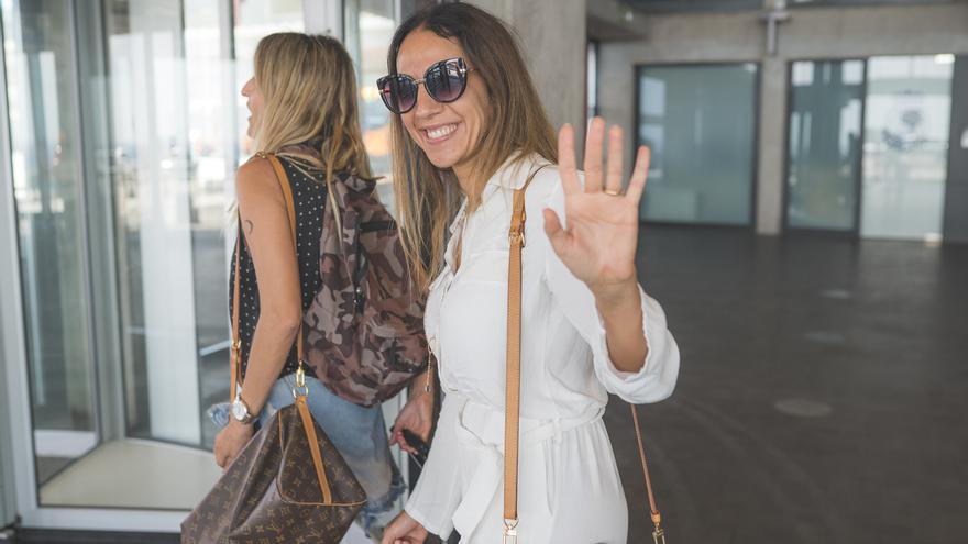Llegada de Mónica Naranja al Aeropuerto de La Palma.