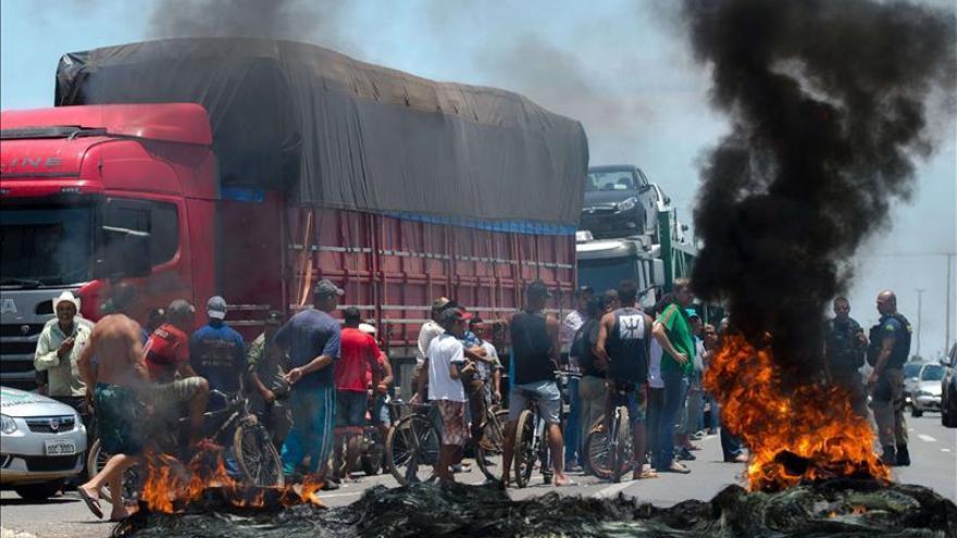 Brasil amanece con bloqueos en varias carreteras por la huelga de camioneros