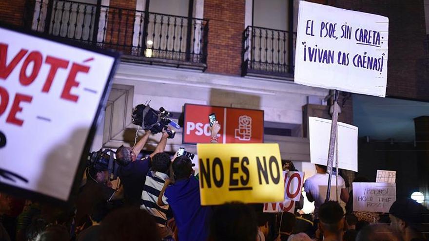 """La calle Ferraz sigue """"tomada"""" mientras el Comité elige gestora"""