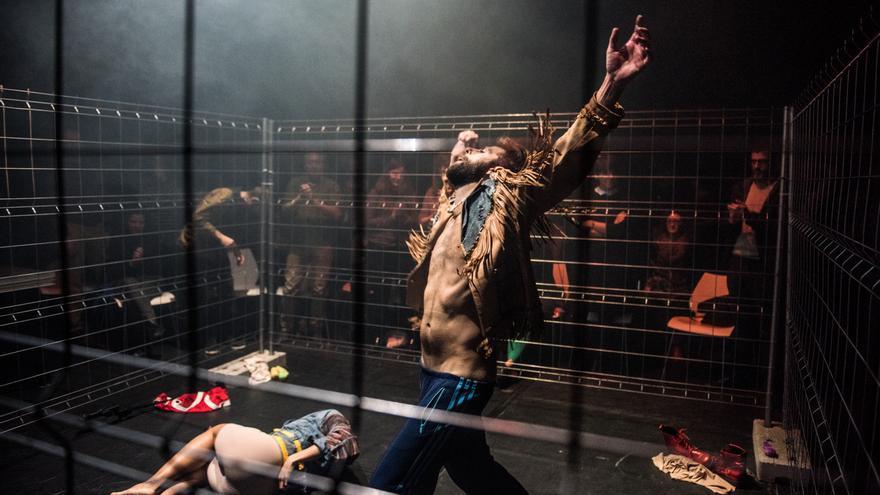 `Pornocapitalismo. A sangre viva´ de Actos Íntimos en el Festival DeCorrido / Pepe H