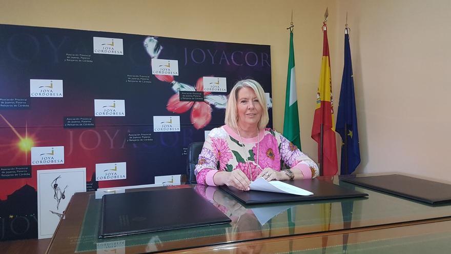 Milagrosa Gómez, primera mujer que presidió una asociación de joyeros en España, la Asociación de Joyeros de Córdoba.