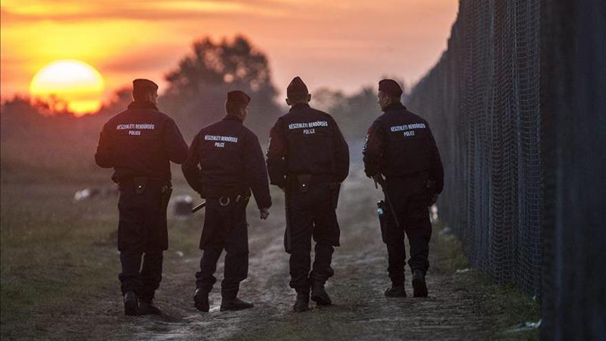 Hungría intercepta y arresta a 519 refugiados desde el cierre de la frontera