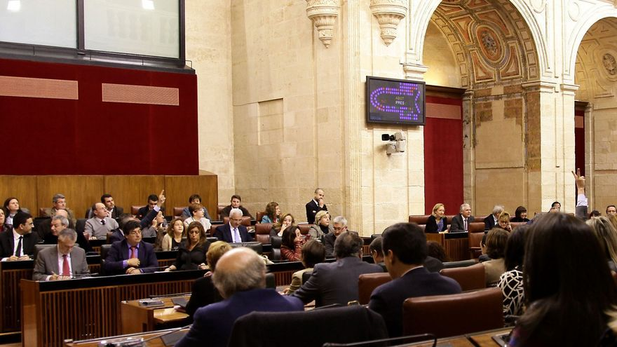 El Parlamento andaluz rechaza pedir a la Junta que anule la subasta de medicamentos como solicita el PP-A