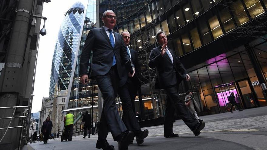 Empleados del sector financiero británico en la City de Londres en Londres, Reino Unido.