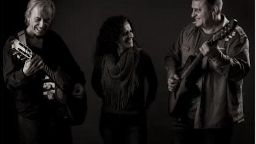 Grupo musical Adversos.
