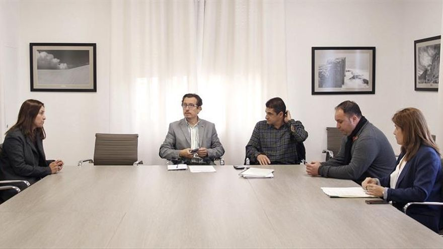 Reunión celebrada este jueves en la sede del Cabildo, con presencia de tres ayuntamientos