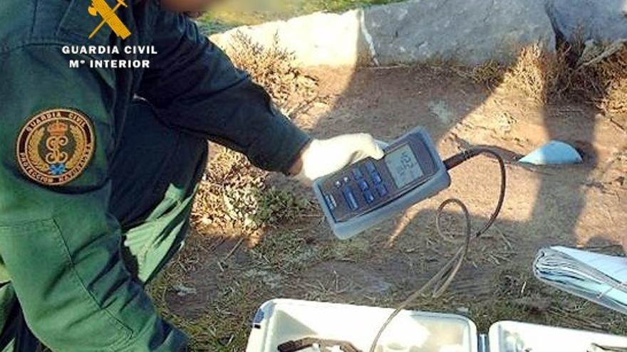 La Guardia Civil detecta un vertido en la ría de San Juan de la Canal