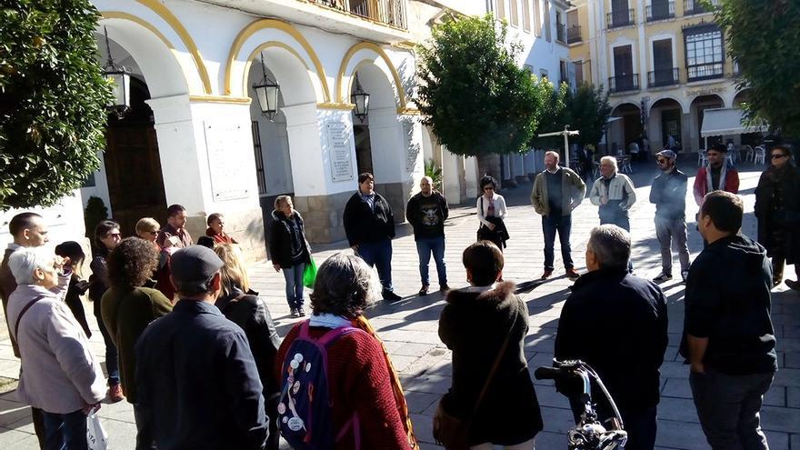 Concentración en la Plaza de España de Mérida bajo el lema 'No en nuestro nombre'
