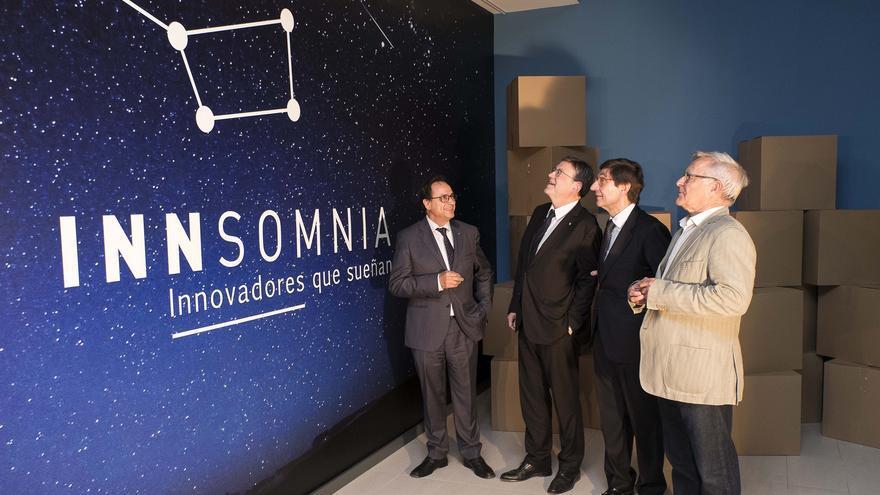 El Conseller de Hacienda, Vicent Soler, junto al presidente de la Generalitat, Ximo Puig, el presidente de Bankia, José Ignacio Goirigolzarri, y el alcalde de Valencia, Joan Ribó, en un momento de la visita a la sede de Bankia FintechbyInnsomnia