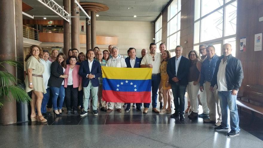 El actual alcalde de Santa Cruz de Tenerife, con otros dirigentes de CC, en la cita con los venezolanos de este sábado