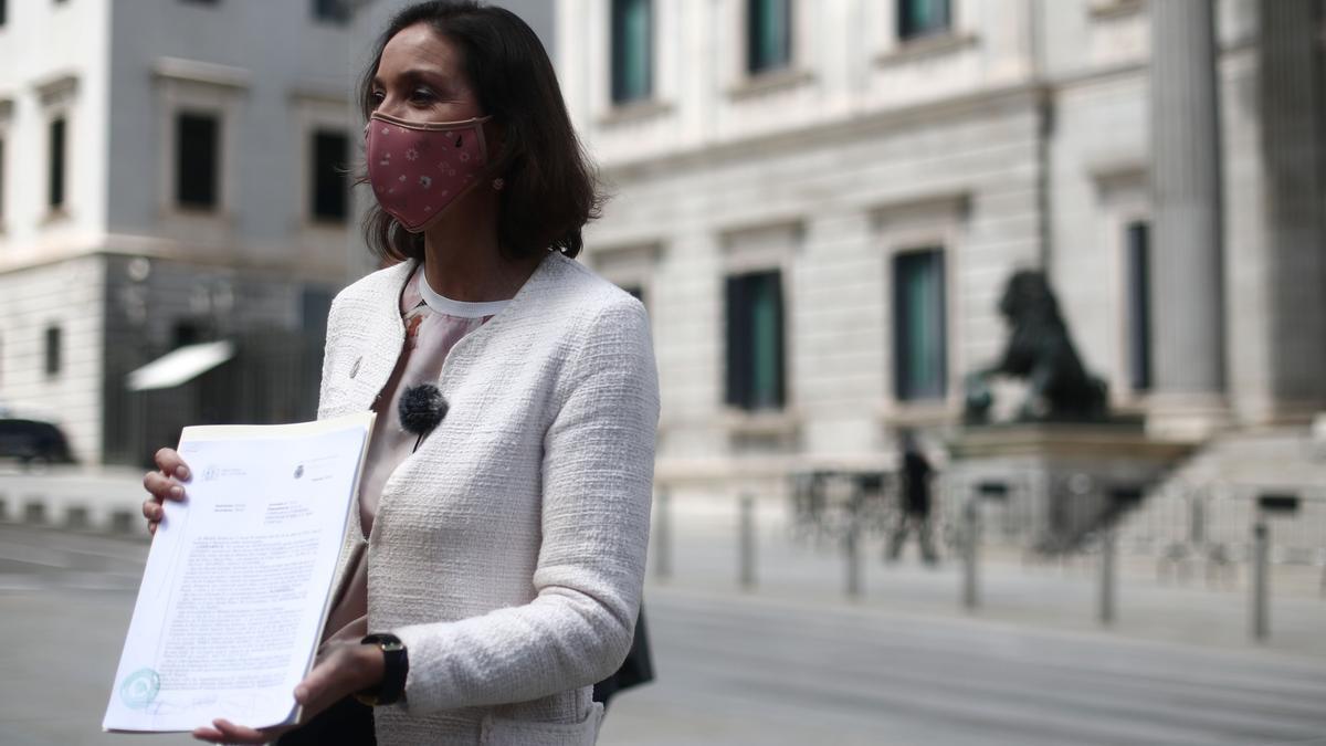 Reyes Maroto presenta una denuncia en el Congreso tras recibir un sobre con una navaja