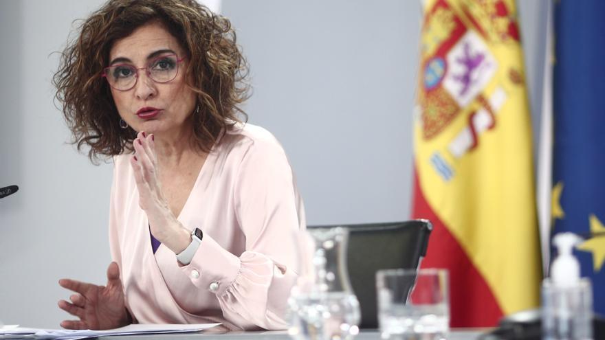 La ministra portavoz y ministra de Hacienda, María Jesús Montero, comparece en rueda de prensa posterior al Consejo de Ministros celebrado en Moncloa, a 16 de marzo de 2021. Este encuentro es el primero que se ha celebrado tras la renuncia del vicepreside